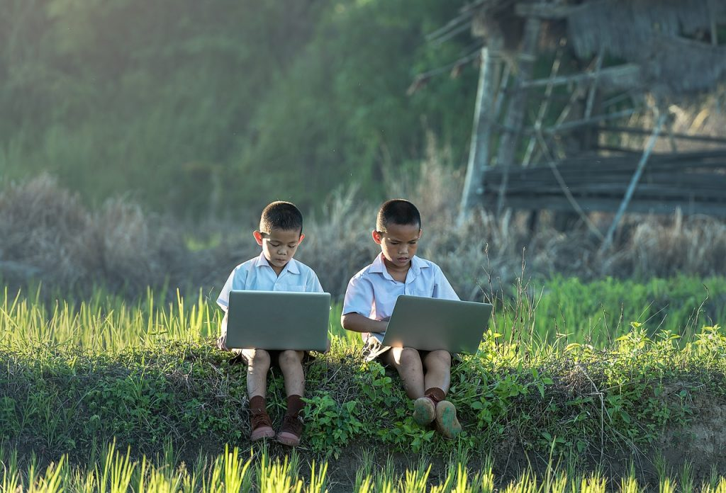 children-lerning-internet