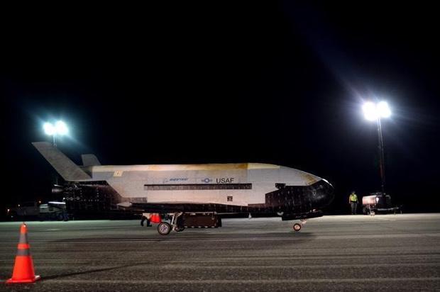 X-37B-plane landed